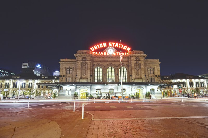 Night picture of the Denver Union Station